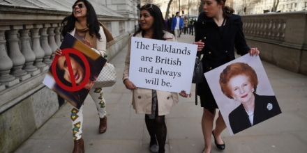 LONDON, ENGLAND - FEBRUARY 05:  Protesters in favour of UK sovereignty of the Falkland Islands gather on Whitehall on February 5, 2013 in London, England. Argentina's Foreign Minister Hector Timerman is currently in London for the first time to argue for Argentinian sovereignty over the Falklands and has claimed that not 'one single country' supports the UK's right to govern the islands.  (Photo by Dan Kitwood/Getty Images)