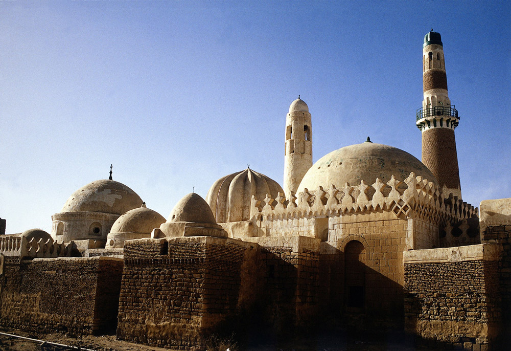 B4076R geography / travel, Yemen, Sada, grave mosque of Imam Al Hadi Jachjah, built in the 12th century, grave domes, Minaret,