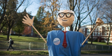 DES MOINES, IA - NOVEMBER 14: John Jarecki wears a puppet of Democratic presidential candidate Senator Bernie Sanders (I-VT) to show his support for the candidate prior to the start of the Democratic presidential debate at Drake University on November 14, 2015 in Des Moines, Iowa. The debate will be the second for the democratic candidates seeking the nomination for president.  (Photo by Scott Olson/Getty Images)