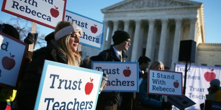 WASHINGTON, DC - JANUARY 11: People against the California Teachers Union rally in front of the US Supreme Court building January 11, 2016 in Washington, DC. The high court is hearing arguments in the Friedrichs v. California Teachers Association case. The case will decide whether California and twenty two other states can make public-employees, such as public school teacher Rebecca Friedrichs, to pay union agency fees.  (Photo by Mark Wilson/Getty Images)