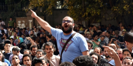 An Egyptian protester shouts slogans during a demonstration against a controversial deal to hand two islands in the Red Sea to Saudi Arabia on April 15, 2016 outside the Journalists' Syndicate in central Cairo. Outside the Journalists' Syndicate in central Cairo, about 200 protesters chanted