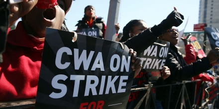 NEW YORK, NEW YORK - APRIL 13:  Hundreds of Verizon workers strike outside of the telecommunications company's Brooklyn offices on April 13, 2016 in New York City. Across the nation nearly 40,000 Verizon workers with the Communications Workers of America (CWA) and the International Brotherhood of Electrical Workers (IBEW) walked off their jobs Wednesday demanding a new contract. The workers' contract expired in August, and Verizon management has yet to negotiate a new one citing issues with health care expenses for its retired and current employees.  (Photo by Spencer Platt/Getty Images)