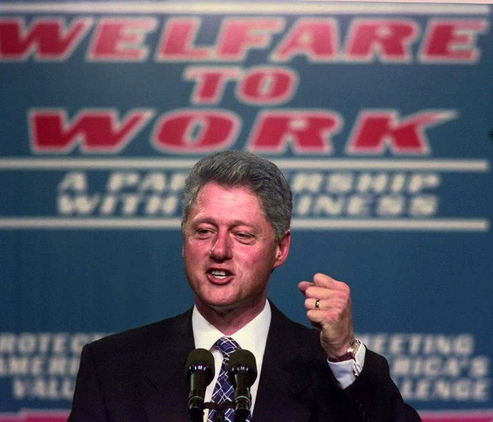 NASHVILLE, :  US President Bill Clinton clinches his fist during a 27 October speech on welfare reform at Vanderbilt University Medical Center in Nashville, Tennessee. The US general election is two weeks away on 05 Novemeber.  (ELECTRONIC IMAGE) AFP PHOTO Paul J. RICHARDS (Photo credit should read PAUL J. RICHARDS/AFP/Getty Images)