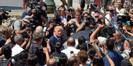 US presidential candidate Donald Trump(C) is mobbed by the media as he exits New York Supreme Court after morning jury duty August 17, 2015 in New York.  Trump reported for jury duty in New York on Monday, stepping out of a sleek black limo to be mobbed by media and supporters. The bombastic real estate magnate, who is leading the polls among 17 Republican candidates for president, arrived at New York State Supreme Court at 9:08 am (1308 GMT) dressed in a blue suit and striped tie. He strode up the sweeping steps of the court house surrounded by a phalanx of police, television cameras, journalists and photographers, signing an autograph for one fan and fist-bumping another.  AFP PHOTO/DON EMMERT        (Photo credit should read DON EMMERT/AFP/Getty Images)