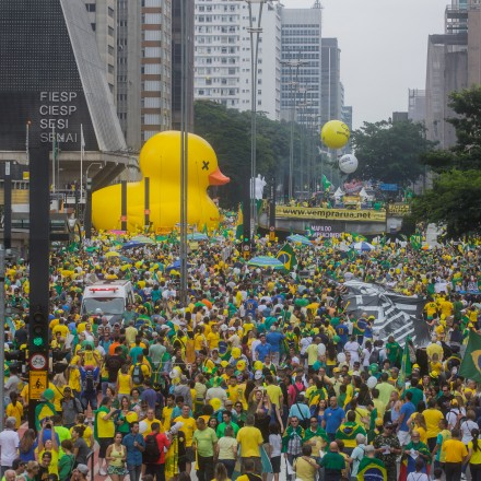 SAO PAULO, BRAZIL - MARCH 13: Protestors demonstrate demanding the removal of President Dilma Rousseff on March 13, 2016 in Sao Paulo, Brazil. Demonstrations across the country today called for President Rousseff's exit amidst a massive corruption scandal and a deep economic recession. (Photo by Victor Moriyama/Getty Images)