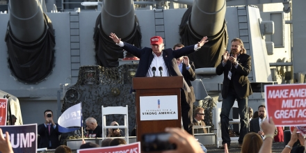 Republican presidential candidate Donald Trump gives a national security speech aboard the World War II Battleship USS Iowa, September 15, 2015, in San Pedro, California.   AFP PHOTO /ROBYN BECK        (Photo credit should read ROBYN BECK/AFP/Getty Images)