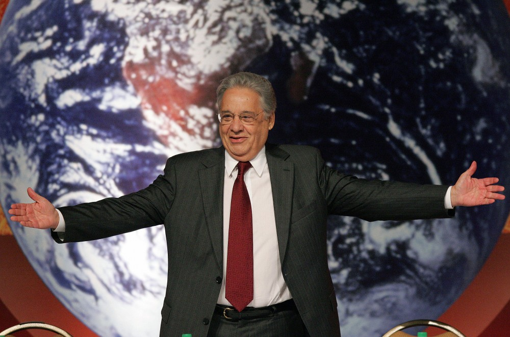 Sao Paulo, BRAZIL: Former Brazilian President Fernando Henrique Cardoso gestures during the plenary session of the Sao Paulo Ethanol Summit, 05 June 2007, in Sao Paulo, Brazil. Ethanol Summit is organized by Brazilian Sugar Cane Industry Union to discuss the future of this commodity.  AFP PHOTO/Evaristo SA (Photo credit should read EVARISTO SA/AFP/Getty Images)