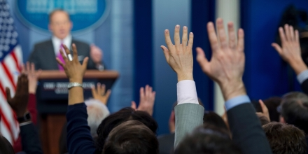 Members of the press raise their hands to ask a question to White House Press Secretary Sean Spicer during the daily press briefing at the White House in Washington, DC, March 9, 2017. / AFP PHOTO / JIM WATSON        (Photo credit should read JIM WATSON/AFP/Getty Images)