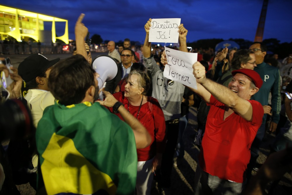 BRASILIA, BRAZIL - MAY 18: Protests erupt after embattled President Temer refuses to resign on May 18, 2017 in Brasilia, Brazil. A recording of Temer was released in which he allegedly condones bribery payments to Eduardo Cunha, the former President of the Chamber of Deputies. Cunha was involved in the 'Lava Jato' (Car Wash) corruption scandal and sentenced to 15 years in prison after being found guilty of corruption, money laundering and illegal money transfers abroad. With the release of the recording, the opposition has called for Temer's impeachment and new elections. (Photo by Igo Estrela/Getty Images)