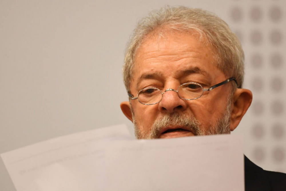 "Former Brazilian President (2003-2010) Luiz Inacio Lula da Silva reads during a seminar on ""Strategies for the Brazilian Economy"" promoted by the Workers' Party in Brasilia, on April 24, 2017.<br /><br /><br /><br /><br /> Lula da Silva, who faces allegations of involvement in the Odebratch scandal, had his graft probe testimony postponed to May 10. / AFP PHOTO / EVARISTO SA        (Photo credit should read EVARISTO SA/AFP/Getty Images)"