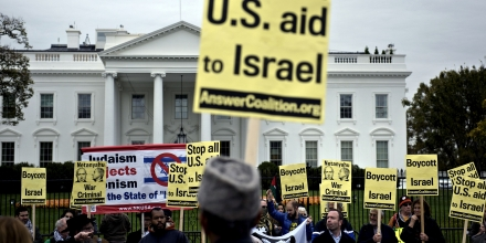 Demonstrators march to protest the visit of Israeli Prime Minister Benjamin Netanyahu in front of the White House November 9, 2015 in Washington, DC. Netanyahu meets US President Barack Obama in Washington Monday in a bid to set aside their frosty personal ties, turn the page on the Iran nuclear deal and talk defense. AFP PHOTO/BRENDAN SMIALOWSKI        (Photo credit should read BRENDAN SMIALOWSKI/AFP/Getty Images)