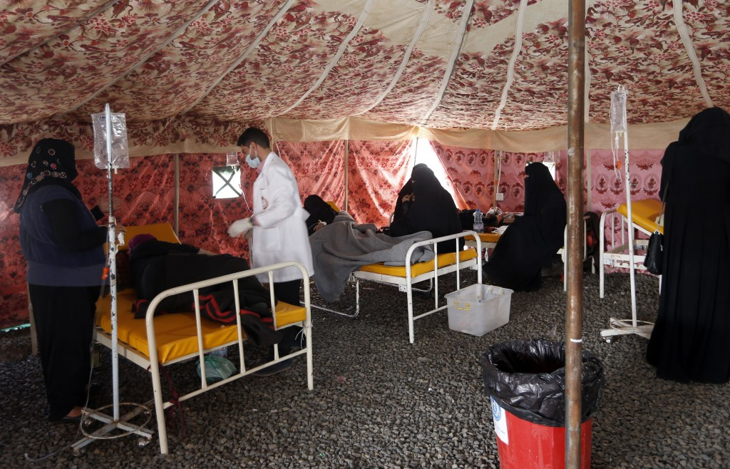 """Yemenis suspected of being infected with cholera receive treatment at a makeshift hospital in Sanaa on May 25, 2017.Cholera has killed 315 people in Yemen in under a month, the World Health Organization has said, as another aid organization warned Monday the outbreak could become a """"full-blown epidemic"""". / AFP PHOTO (Photo credit should read /AFP/Getty Images)"""
