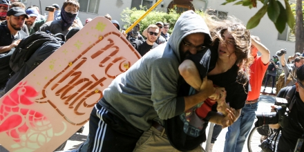 No-To-Marxism rally members and counter protesters clash on August 27, 2017 at Martin Luther King Park Jr. Civic Center Park in Berkeley, California. / AFP PHOTO / Amy Osborne        (Photo credit should read AMY OSBORNE/AFP/Getty Images)
