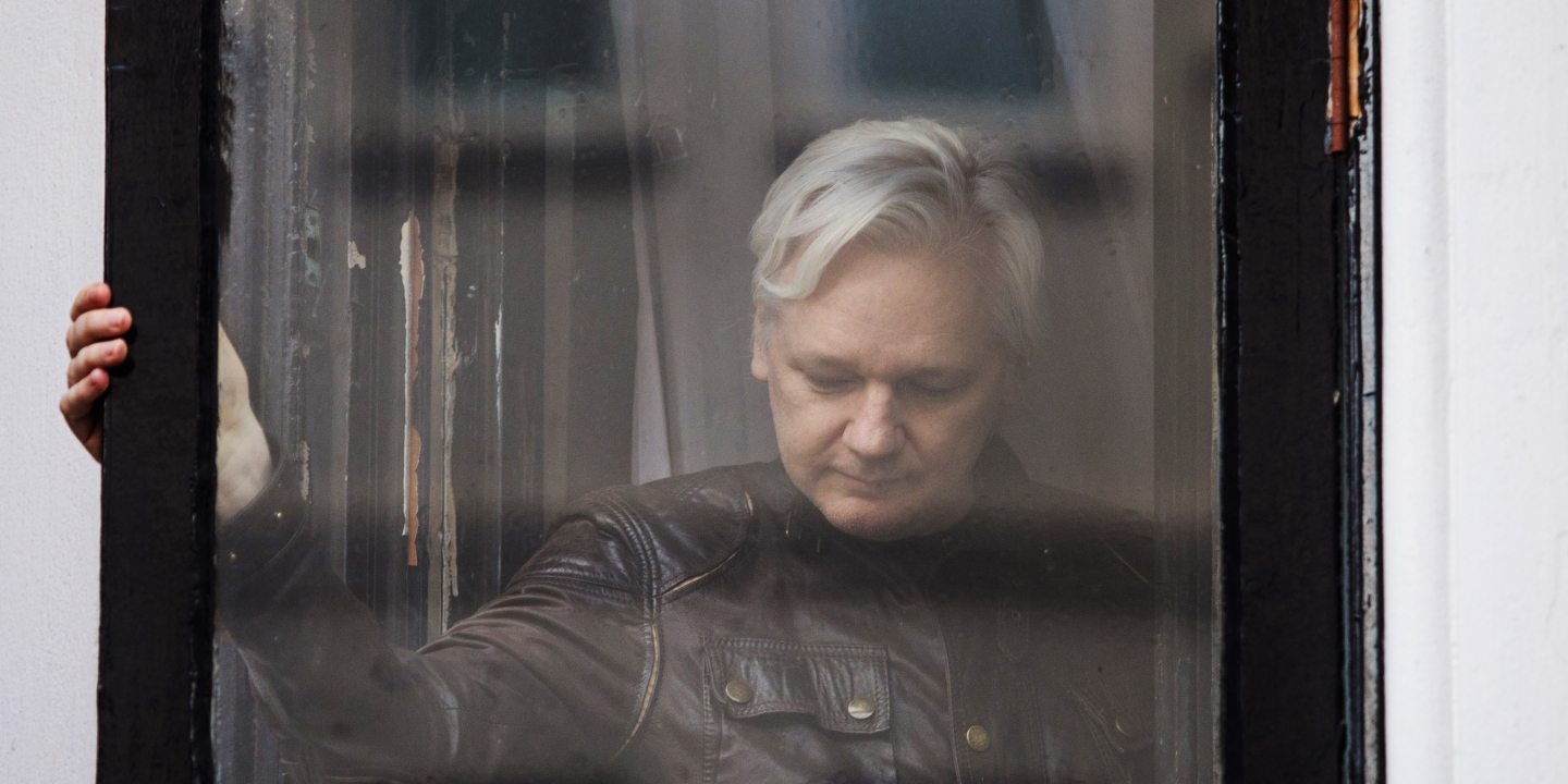 LONDON, ENGLAND - MAY 19: Julian Assange leaves after speaking to the media from the balcony of the Embassy Of Ecuador on May 19, 2017 in London, England.  Julian Assange, founder of the Wikileaks website that published US Government secrets, has been wanted in Sweden on charges of rape since 2012.  He sought asylum in the Ecuadorian Embassy in London and today police have said he will still face arrest if he leaves. (Photo by Jack Taylor/Getty Images)