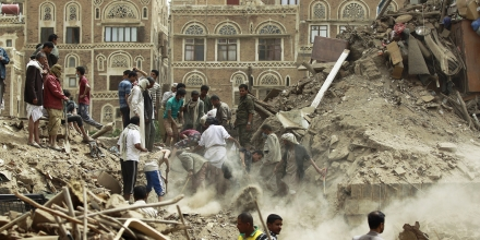 Yemenis search for survivors under the rubble of houses in the UNESCO-listed heritage site in the old city of Yemeni capital Sanaa, on June 12, 2015 following an overnight Saudi-led air strike. Residents said the pre-dawn strike, which killed five people  was the first direct hit on old Sanaa since the launch of the bombing campaign against Huthi rebels in late March. AFP PHOTO / MOHAMMED HUWAIS        (Photo credit should read MOHAMMED HUWAIS/AFP/Getty Images)