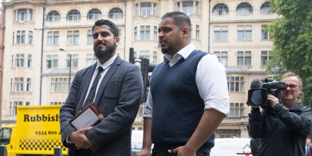 International director of campaign group Cage, Muhammad Rabbani (centre left) arrives at Westminster Magistrates' Court in London on September 25, 2017, for his trial, after being accused of refusing to reveal his mobile phone password at Heathrow Airport last year. / AFP PHOTO / Daniel LEAL-OLIVAS        (Photo credit should read DANIEL LEAL-OLIVAS/AFP/Getty Images)