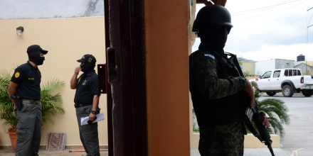 Members of the Honduran Directorate for the Fight against Drug Trafficking (DLCN) and the Military Police take part in an operation to seize 32 real estate, 15 vehicles and nine commercial companies of six Honduran police officers charged in absentia in New York late last month, in Tegucigalpa on July 14, 2016.The police officers were indicted in a cocaine smuggling and weapons conspiracy linked to a son of the troubled country's former president. The six defendants, aged 39 to 46, were charged a month after Fabio Lobo, son of former Honduran president Porfirio Lobo, pled guilty to conspiring to import cocaine into the United States. US prosecutors say the officers agreed to give cocaine safe passage through Honduras in exchange for nearly $1 million in bribes from purported Mexican drug smugglers, who were in fact undercover US agents. / AFP / ORLANDO SIERRA (Photo credit should read ORLANDO SIERRA/AFP/Getty Images)