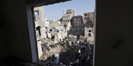 People look at the damage in the aftermath of an air strike in the Yemeni capital of Sanaa on November 11, 2017.The Saudi-led military coalition carried out two air strikes on the defence ministry in Yemen's rebel-held capital Sanaa late on November 10, 2017, witnesses said. / AFP PHOTO (Photo credit should read /AFP/Getty Images)